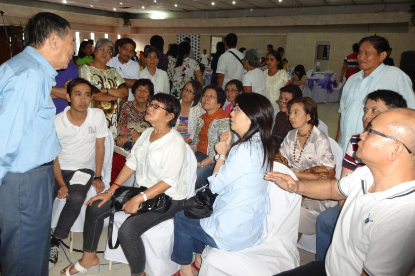 """Dr. Bibiano """"Boy"""" Fajardo answers participants' queries about traditional hilot and herbal healing."""