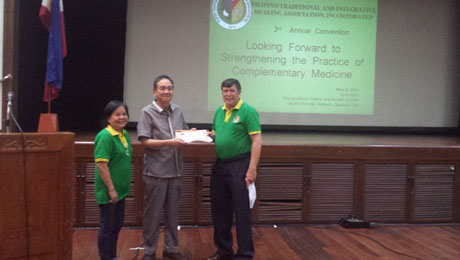 ATHAG President and expert Albularyo Bibiano Fajardo receives a certificate of appreciation after his talk.
