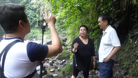 "DZMM Pinoy Vibes host Stargazer talks to ATHAG President Bibiano ""Boy"" Fajardo about Mt. Banahaw."